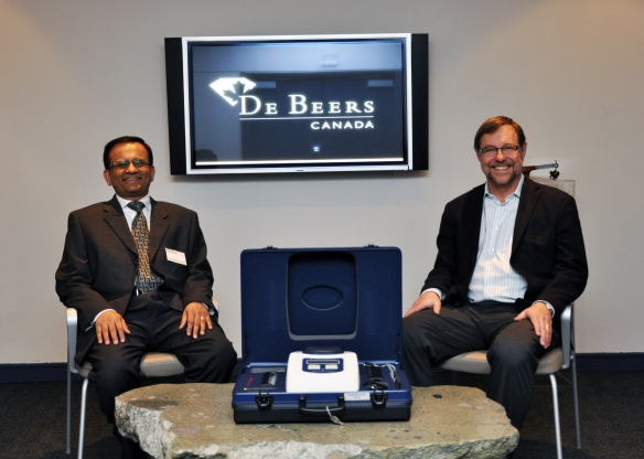 De Beers Canada presents the DTC Diamond Sure™ to the Diamond Bourse of Canada